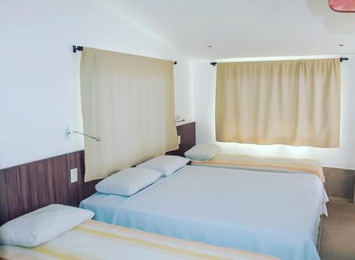 Una cama o camas en una habitación de Albergaria Hostel