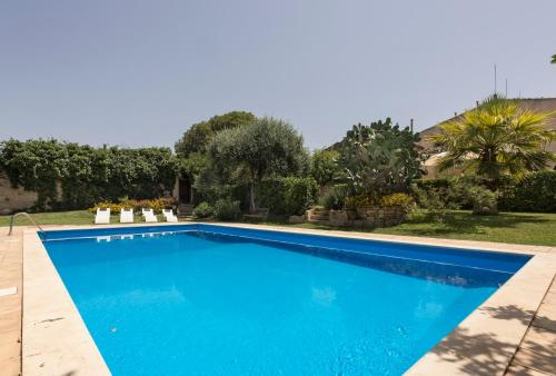 The swimming pool at or near Apartment with 2 bedrooms in Chiaramonte Gulfi with shared pool and WiFi