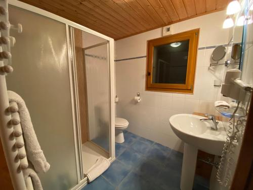 A bathroom at Chalet Shufu