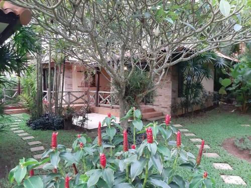Ein Garten an der Unterkunft Seabreeze Hotel Kohchang