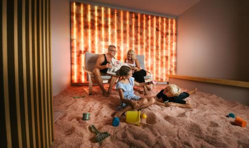 Družina med bivanjem v nastanitvi Hotel Thermana Park Laško**** Superior