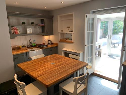 Charming 3-Bed Cottage in Swanage