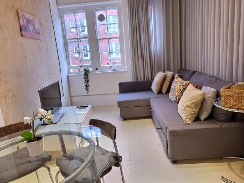 A seating area at Cozy flat in central london