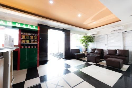 The lobby or reception area at De 80's Ekonomi
