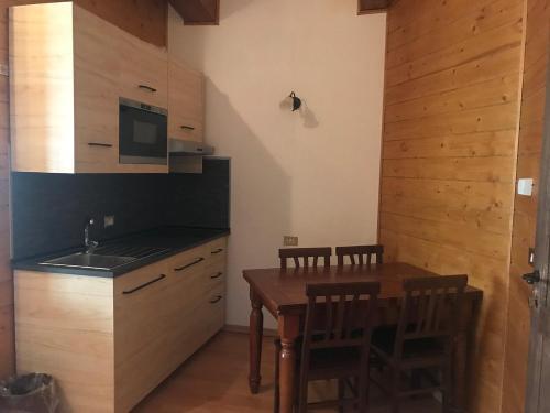 A kitchen or kitchenette at Hotel La Pigna