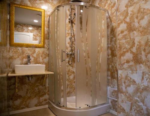 A bathroom at SELMA APPART HOTEL