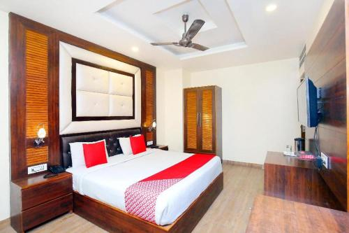 A bed or beds in a room at Hotel Cargo By Jd