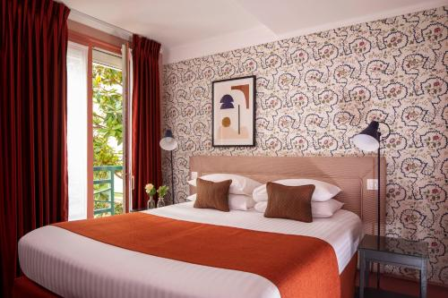 A bed or beds in a room at Hotel Relais Bosquet