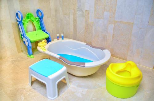 A bathroom at Sanya Haitang Bay Tianfang Zhouji Resort
