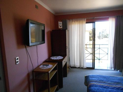A television and/or entertainment center at Hotel Rocas del Pacifico