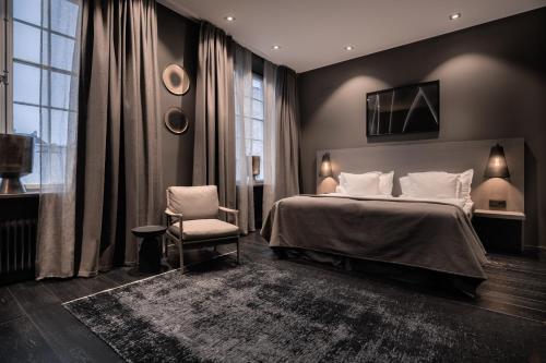Säng eller sängar i ett rum på The Lamp Hotel & Spa