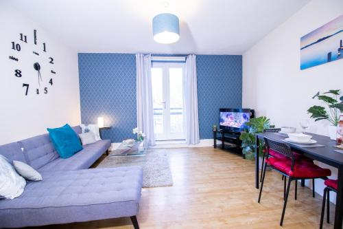 2 bed, 2 bathroom SPACIOUS Apartment with balcony Monthly or short BUSINESS stays Managed by Chique Properties Ltd