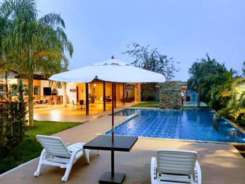 A piscina localizada em L´acordes Hotel ou nos arredores