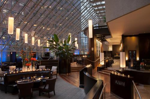 The lounge or bar area at InterContinental Toronto Centre