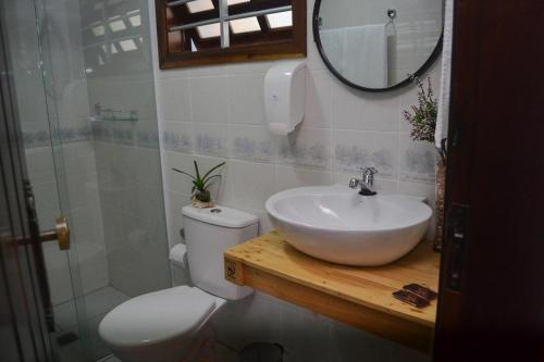 A bathroom at CanCoq Guest House
