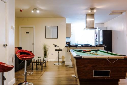 Liverpool City Centre - Spacious Duplex - 6 Bedrooms - Sleeps 14 People