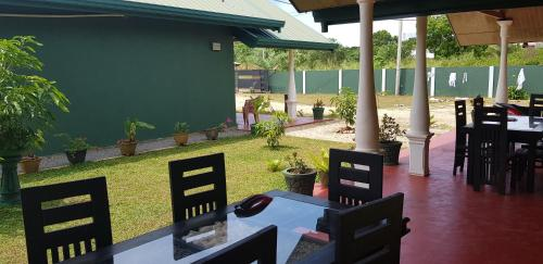 A restaurant or other place to eat at Ceylon Safari Cottage