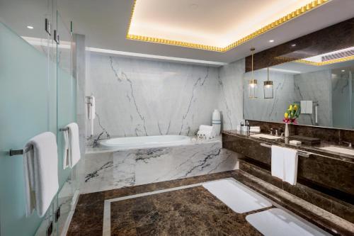 حمام في إنتركونتيننتال شنغهاي جينغ آن