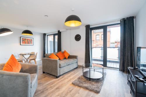 *NEW BUILD* 2 Bed Luxury Apartment - HUGE BALCONY - Roof Top Terrace - Digbeth, Birmingham City Centre - FREE NETFLIX, ALEXA, WIFI & SMART TV'S