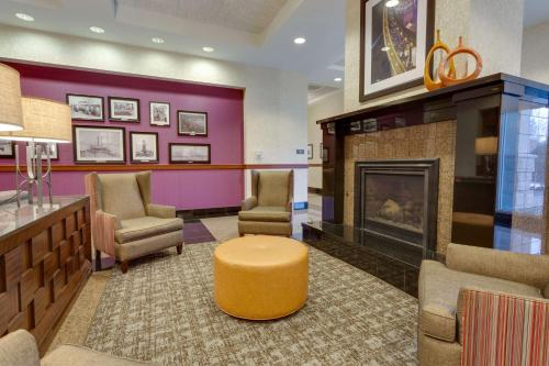 The lobby or reception area at Drury Inn & Suites Baton Rouge