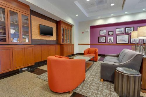 The lounge or bar area at Drury Inn & Suites Baton Rouge