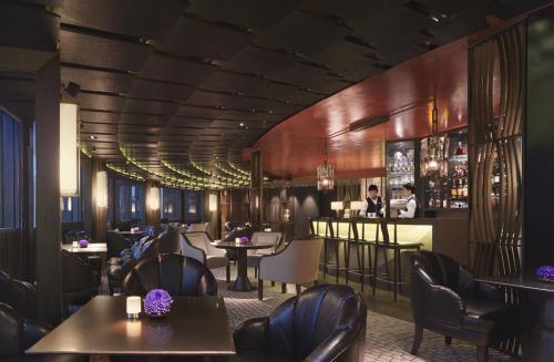 The lounge or bar area at Shangri-la's Far Eastern Plaza Hotel, Taipei