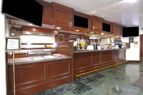 A kitchen or kitchenette at Azure Hotel&Suites Ontario Trademark Collection by Wyndham