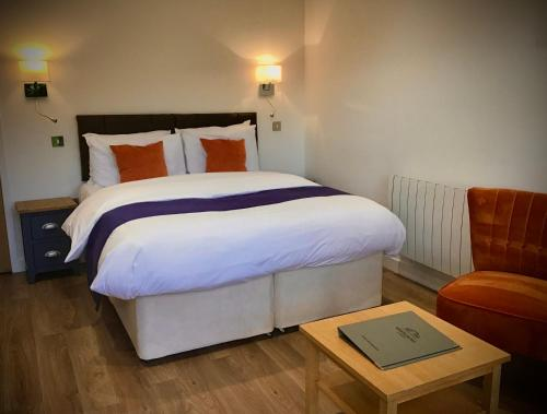 A bed or beds in a room at Whitemoss Lodge
