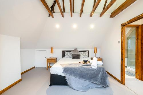 A bed or beds in a room at Corporate & Contractor Accommodation by Prime Props Short Stay