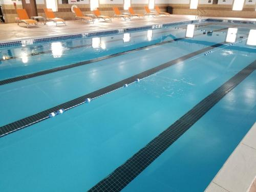 The swimming pool at or near Holiday Inn Express Hotel & Suites Sheldon