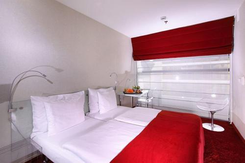 Кровать или кровати в номере Design Metropol Hotel Prague