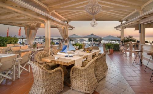 Restaurant ou autre lieu de restauration dans l'établissement Assano Seafront Luxury