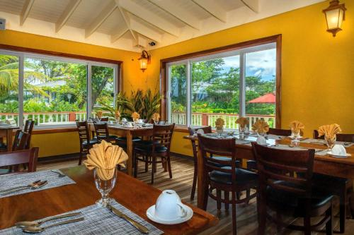 A restaurant or other place to eat at Rosalie Bay Eco Resort & Spa