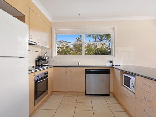A kitchen or kitchenette at Tokelau 3 - Tuncurry Townhouse