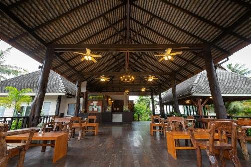 A restaurant or other place to eat at Nakara Long Beach Resort