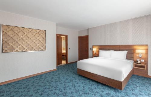 A bed or beds in a room at Hilton Garden Inn Dubai Al Jadaf Culture Village