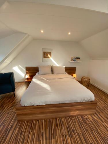 A bed or beds in a room at Parklane Apartment