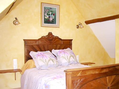 A bed or beds in a room at House with 3 bedrooms in Cheronvilliers with enclosed garden and WiFi