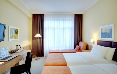 Кровать или кровати в номере Отель Голден Тюлип Роза Хутор