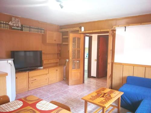 A television and/or entertainment center at House with 3 bedrooms in Esparreguera with wonderful city view balcony and WiFi