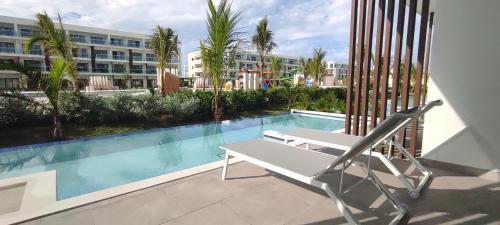 Бассейн в Serenade Punta Cana Beach & Spa Resort или поблизости