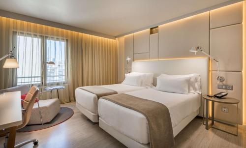 Uma cama ou camas num quarto em NH Collection Lisboa Liberdade