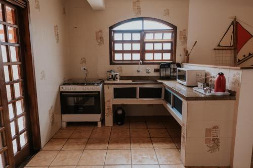 A cozinha ou cozinha compacta de Pousada Ilha Vitoria