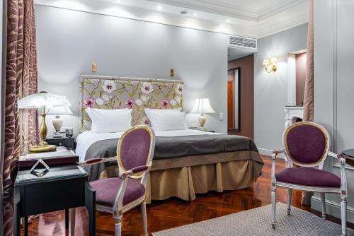 Кровать или кровати в номере Отель Гельвеция