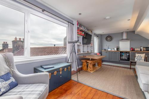 The Captain's Lookout - Cosy House with Sea Views