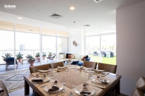 A restaurant or other place to eat at 4B-Hameni-1092E by bnbmehomes