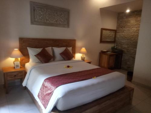 A bed or beds in a room at Umah Dajane Guest House