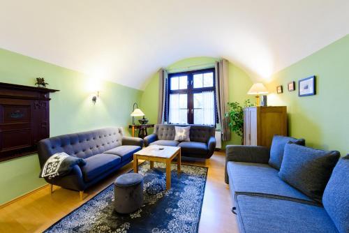 Ein Sitzbereich in der Unterkunft Ferienwohnungen Burg im Zwinger