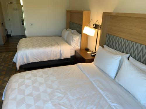 A bed or beds in a room at Holiday Inn Baton Rouge-South, an IHG hotel