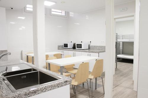 A kitchen or kitchenette at Albergue Logroño Centro